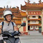 emelie auf dem moped